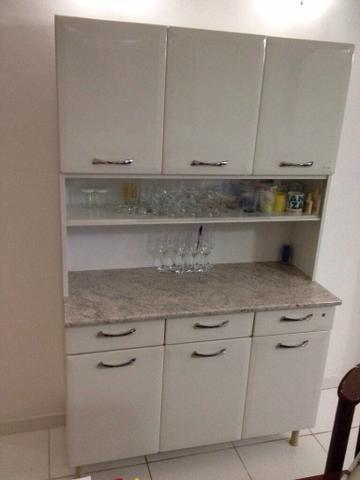 Vendo armário Itatiaia com 6 portas e 3 gavetas