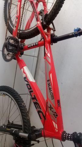 Bicicleta em alumínio bem conservada