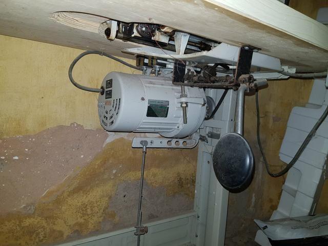 Máquina de costura Industrial completa com mesa e motor - Foto 5