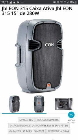 Caixa de dom amplificada marca JBL eon
