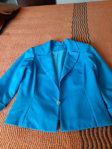 Conjunto blazer, blusinha, e saia - Foto 3