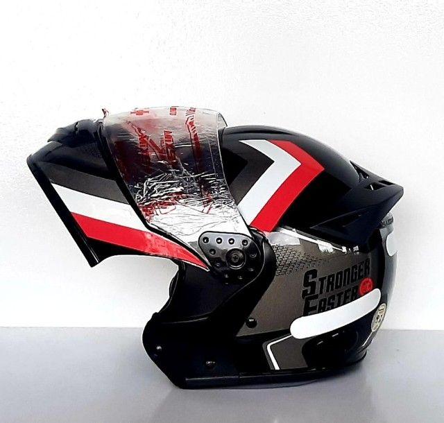 Capacete Moto Mixs Gladiator Carbon Escamoteável Antiguidades - Foto 2