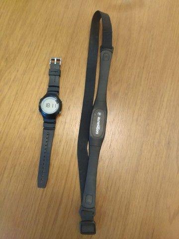 Relógio e monitor cardíaco com cinta