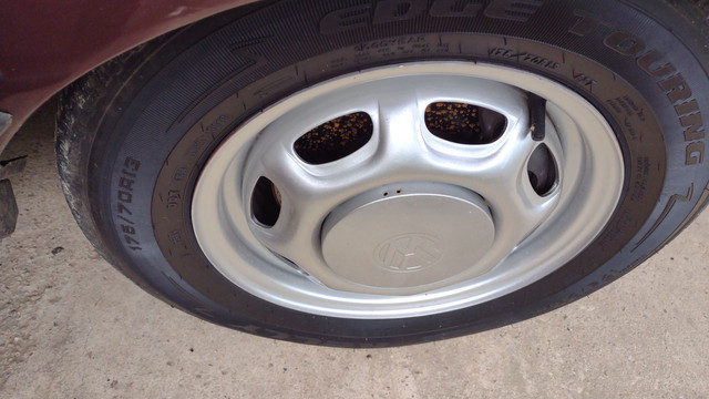 Vendo ou troco lindas rodas 13 coquinho por 15 com pneus  - Foto 5