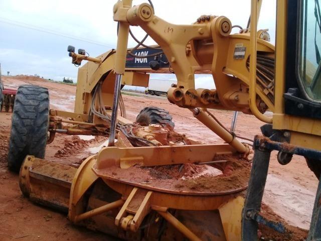 Motoniveladora Caterpillar, modelo 140K, ano 2010, com 6571 horas - Foto 2