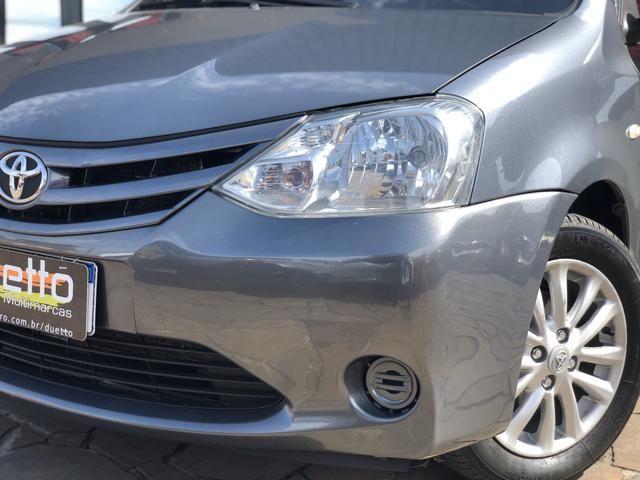 Toyota Etios X 1.5 Sedan 2013 - Foto 2