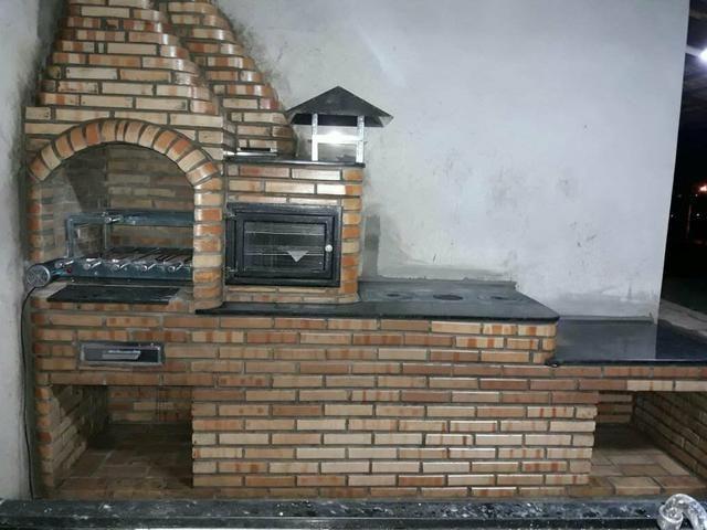 Fogão com forno e churrasqueira . área gourmet.piscina e sauna