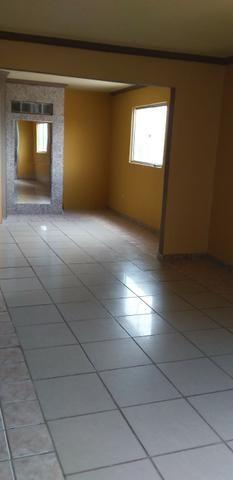 Casa muito ampla e arejada com garagem e 2 qts