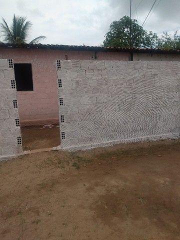 Terreno com uma pequena casa na frente - Foto 3