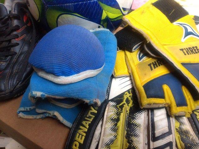Kit futebol socyte tênis 38 bola luvas - Foto 5