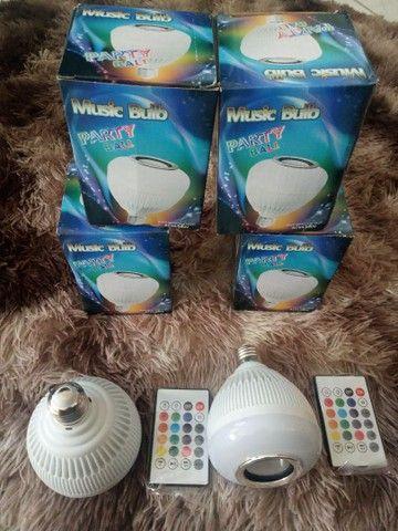 Lâmpada e caixinha de som Bluetooth - Foto 2