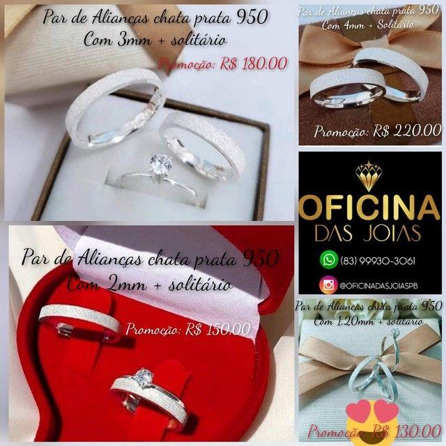 Par de alianças chatas diamantadas prata 950 mais solitário