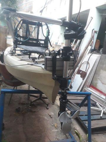 Caiaque Caiman - 100 com motor, vendo ou troco por um  caiaque de pedal. - Foto 4