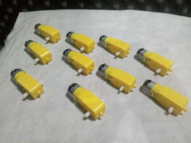 Vendo 10 Motores com caixa de redução de 3 A 6 volts para robótica e Arduino - Foto 2