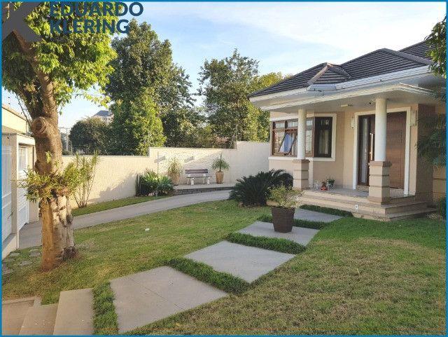 Casa de Alto Padrão, com 3 dormitórios, 3 banheiros, jardim com piscina, 399,48m² - Foto 4