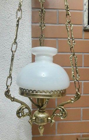 Abajur em bronze com cúpula leitosa - Foto 4