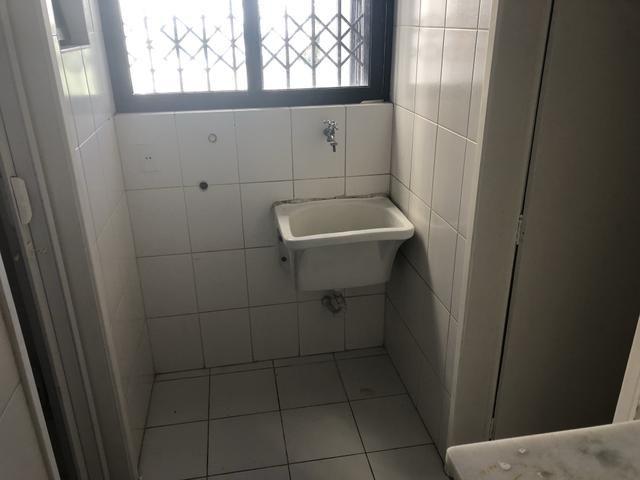 Apartamento 2/4 com dependência, reversível 3/4, localizado - Foto 7
