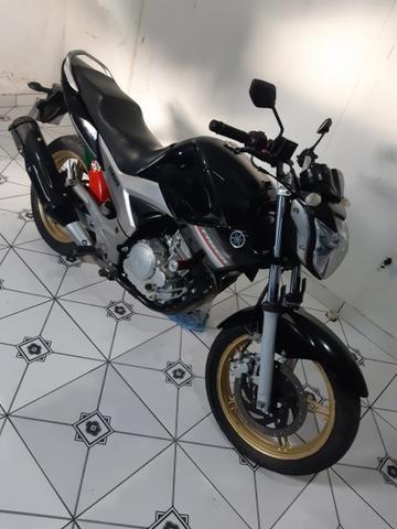 Vendo essa linda moto ,está em dias Pnel bom kit transmissão trocado óleo filtros está top - Foto 2