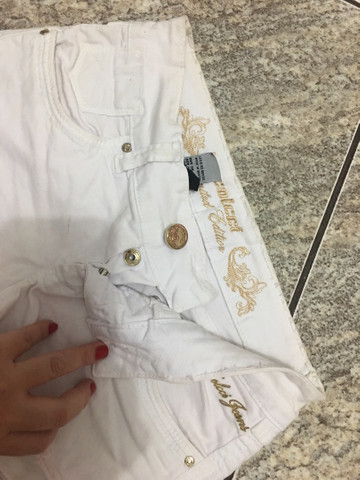 Shorts colcci branco num 38 - Foto 2