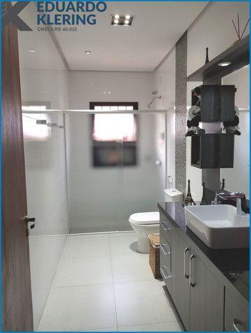 Casa de Alto Padrão, com 3 dormitórios, 3 banheiros, jardim com piscina, 399,48m² - Foto 17
