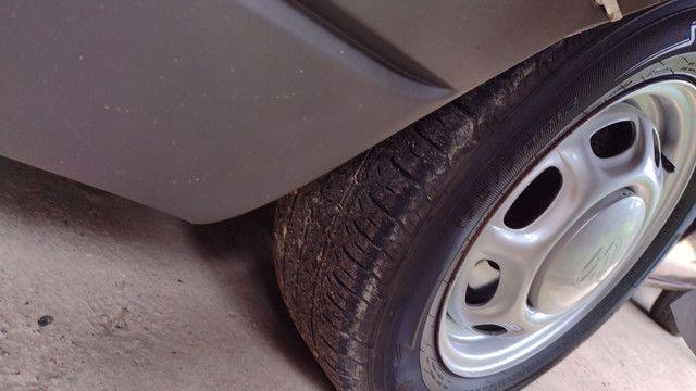 Vendo ou troco lindas rodas 13 coquinho por 15 com pneus  - Foto 2