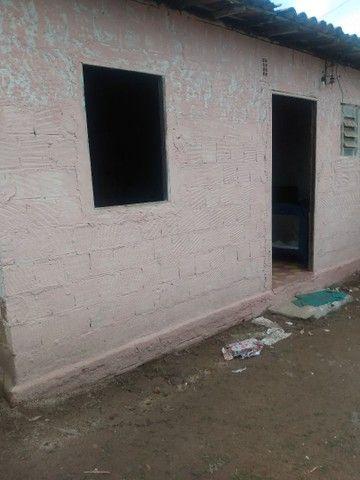 Terreno com uma pequena casa na frente - Foto 2