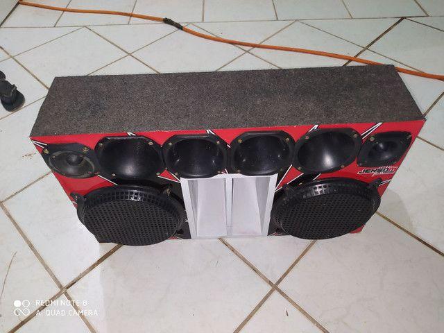 Caixa de som paredão com dois modelos de R$. 2.500,00