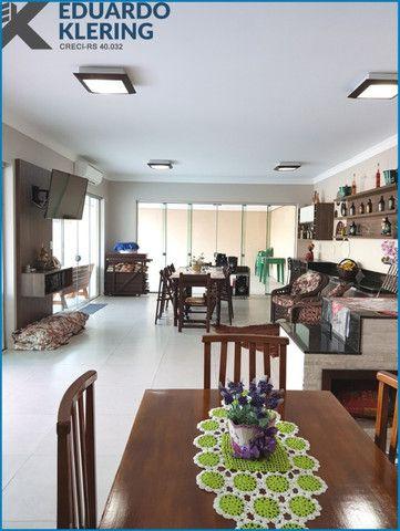 Casa de Alto Padrão, com 3 dormitórios, 3 banheiros, jardim com piscina, 399,48m² - Foto 19