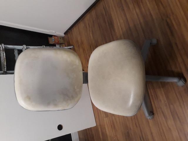 Cadeira em perfeito estado para uso. Porém tem algumas manchas
