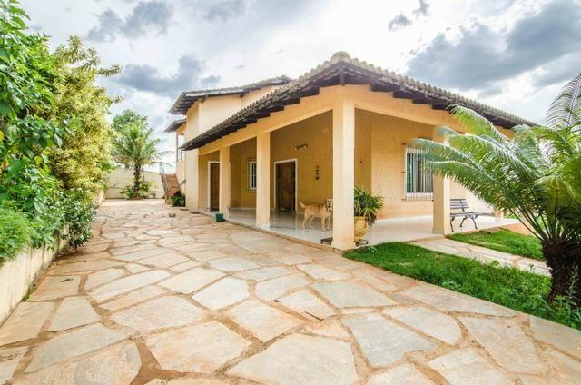 Bela casa no Park Way quadra 8 com 4 suítes + Loft com 2 quartos - SMPW 8