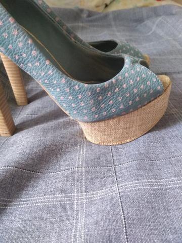 Vários calçados feminino