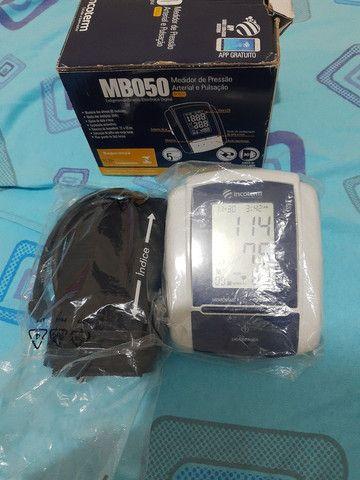 Medidor de pressão arterial digital automático de braço
