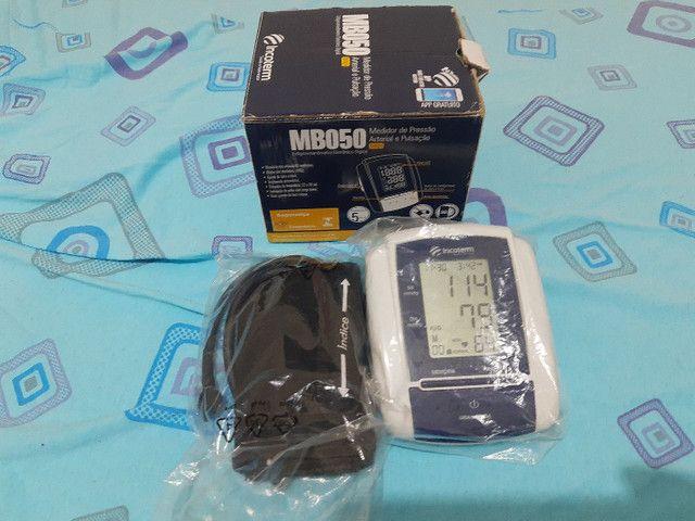 Medidor de pressão arterial digital automático de braço - Foto 2