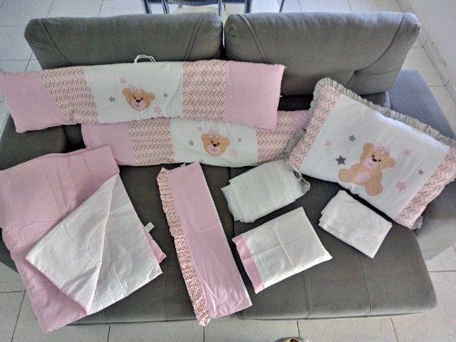 Kit berço com 8 peças chanfrado rosa e cinza - Foto 2