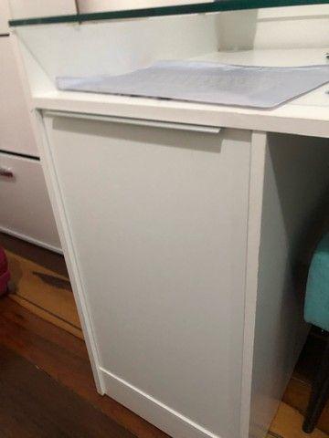 Escrivaninha branca 1 porta e 3 gavetas - USADA - Foto 3