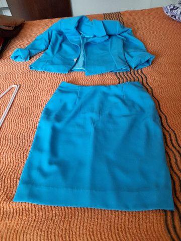 Conjunto blazer, blusinha, e saia - Foto 2