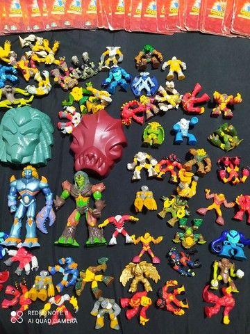 Vendo Coleção de brinquedos Gormiti mais cartas - Foto 3