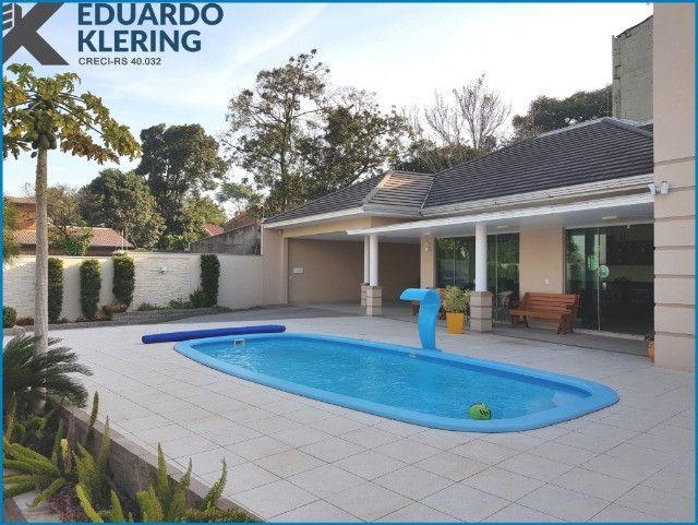 Casa de Alto Padrão, com 3 dormitórios, 3 banheiros, jardim com piscina, 399,48m² - Foto 2
