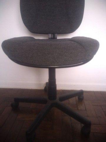 Cadeira super confortável grande massa de espuma.