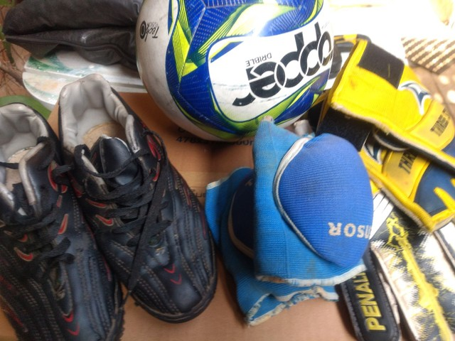 Kit futebol socyte tênis 38 bola luvas