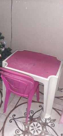 Vendo 1 casinha de madeira 1,05 X 0,60 e 1 mesa usada galzerano com 2 cadeiras - Foto 3