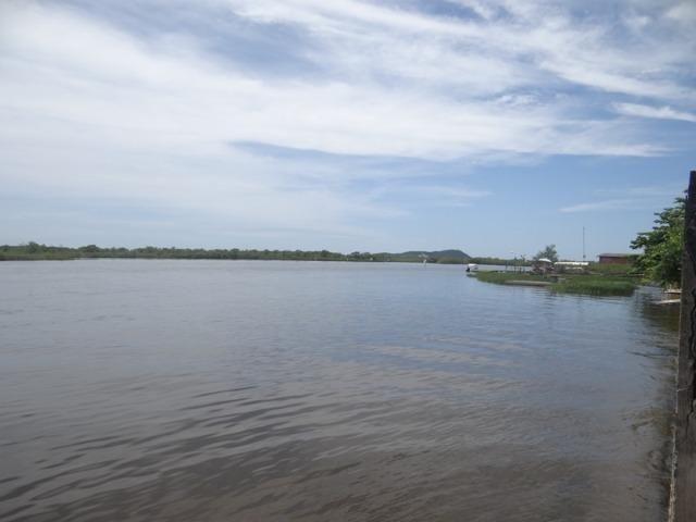 Casa fundos com a lagoa, ideal p/ quem tem lancha e jet ski - Foto 5