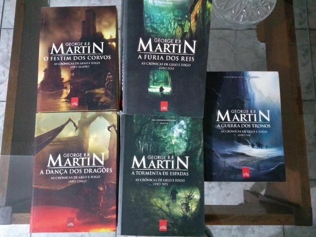 5cc7e17eb As Crônicas de Gelo e Fogo - 5 livros COLEÇÃO Game of Thrones ...