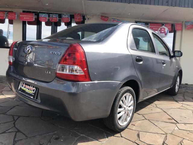 Toyota Etios X 1.5 Sedan 2013 - Foto 12