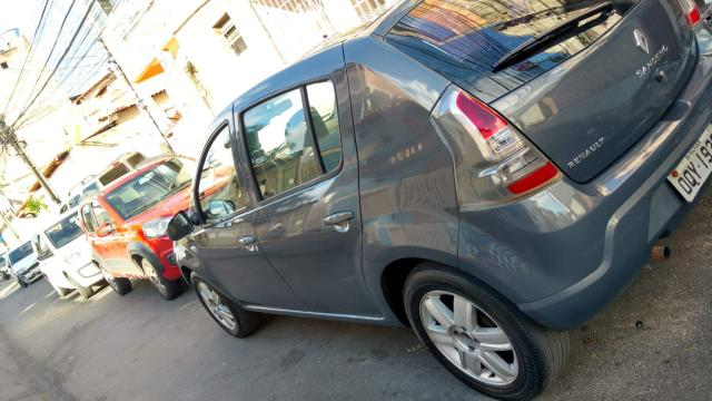 Vendo Renault Sandero 2014 completo - Foto 2