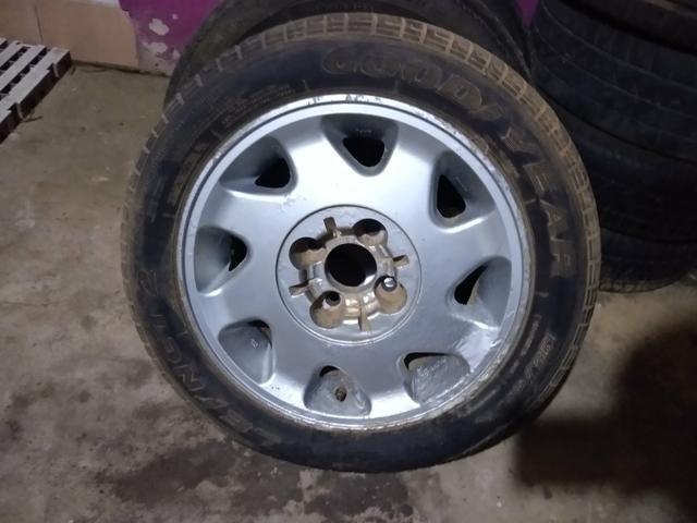 Rodas 15 de liga citroen 4 furos com pneus bons - Foto 2