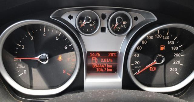 Vendo Focus 1.6 Hatch COMPLETO + multimídia - Foto 5