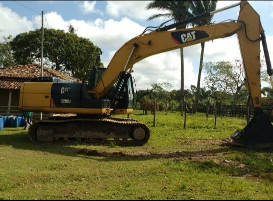 Escavadeira Caterpillar 320 ano 2014