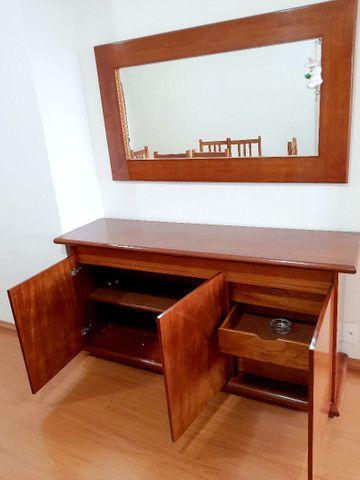 Mesa com tampa de vidro e  6 cadeiras. - Foto 4
