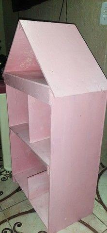 Vendo 1 casinha de madeira 1,05 X 0,60 e 1 mesa usada galzerano com 2 cadeiras - Foto 2